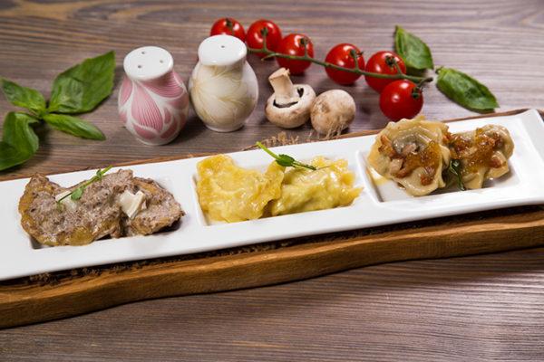 Українська кухня: асорті вареників