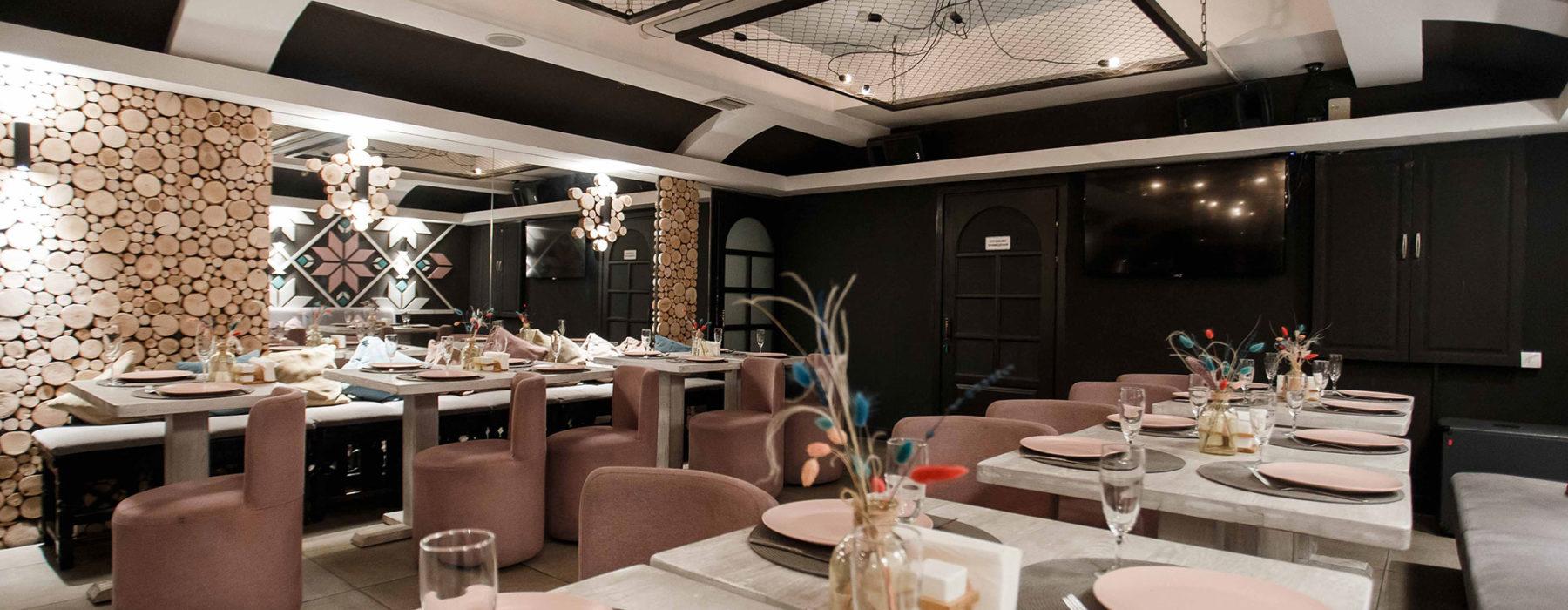 """В нижній залі """"Вишиванка"""" пропонуємо насолодитися розкішним дизайнерським кальяном"""